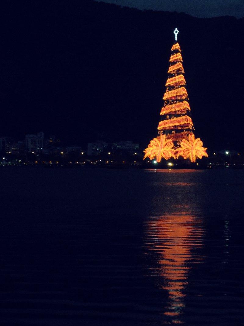 { Christmas tree @ Lagoa Rodrigo de Freitas } // { Árvore de Natal @ Lagoa Rodrigo de Freitas }