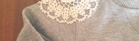 DIY Aplicações com naperonsDIY Sweatshirt Doily Embellishment