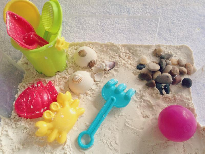 sensory play_moonsand