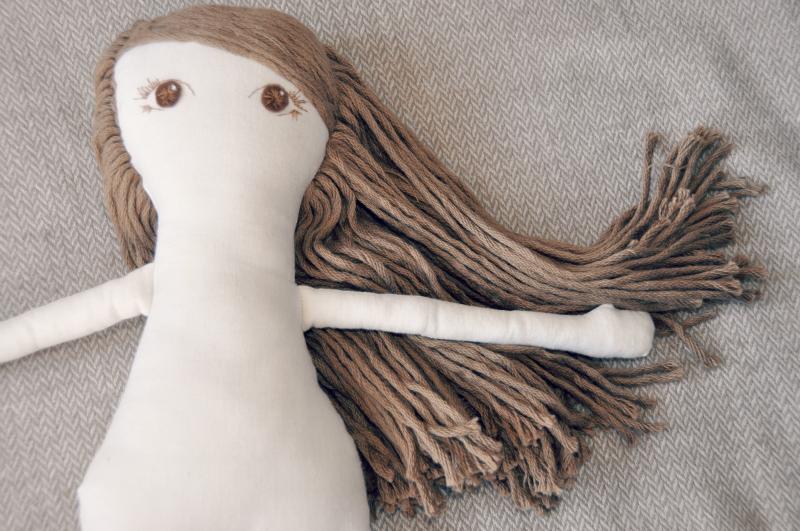 Boneca de pano: a bonequinha que estou a fazer para a Inês